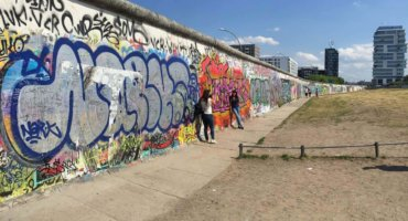 City walk along the Berlin Wall